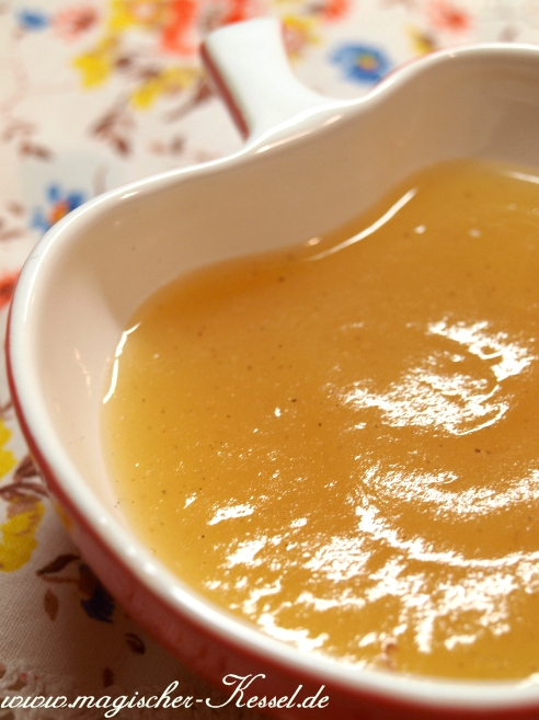 selbstgekochtes-Apfelmus-bs