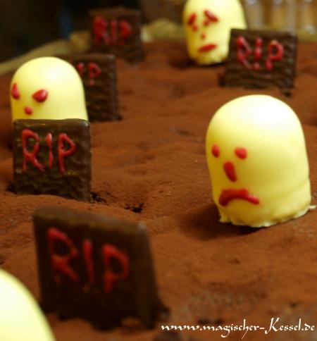 Essbarer-Friedhof-Halloween-bs