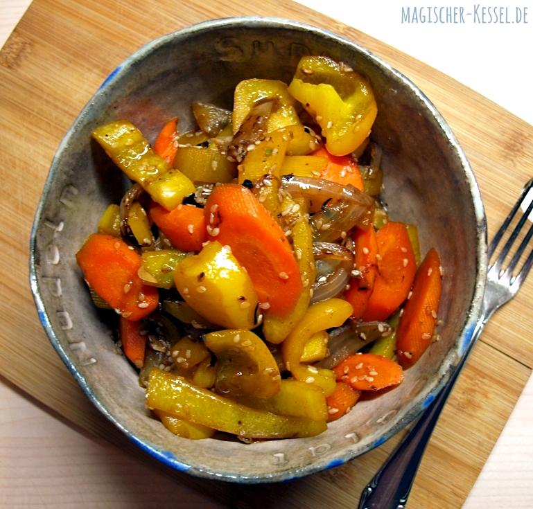 Rezept für lauwarmen Paprikasalat mit Balsamico und geröstetem Sesamöl