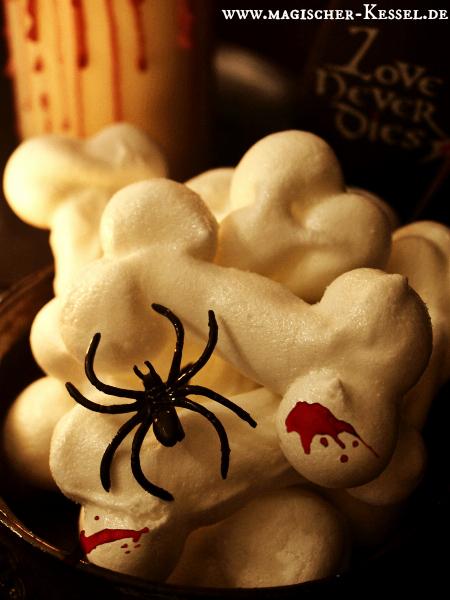 Baiserknochen: selbstgemachte Halloweensüßigkeit