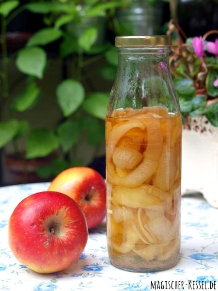 Angesetzter Apfellikör/Fruchtlikör