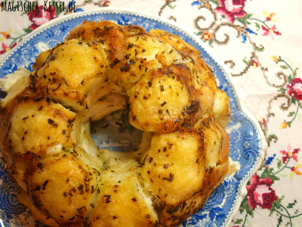 Rezept für Zupfbrot - gefüllt mit Mozzarellakäse