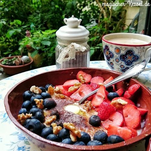 Porridge mit verschiedenen Toppings