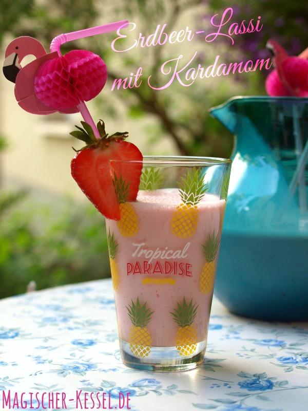 Milchshake auf indisch: Erdbeer-Kardamom-Lassi
