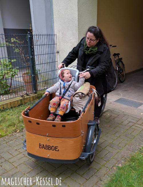 Beim Radfahren das Kind im Blick