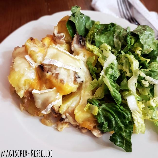 Tartiflette mit frischem grünen Salat
