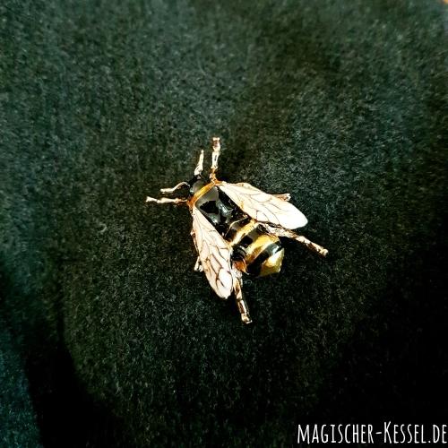 Emaillierte Brosche in Form einer Honigbiene
