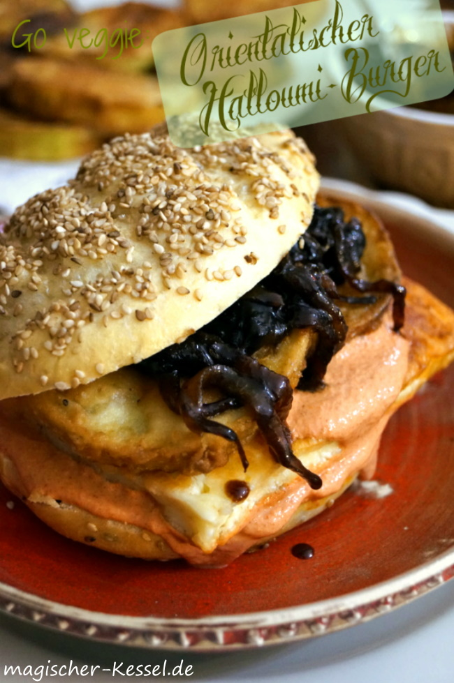 Go veggie: Orientalischer Haslloumi-Burger mit frittierten Auberginen und karamellisierten Zwiebeln mit Granatapfelsirup und Honig