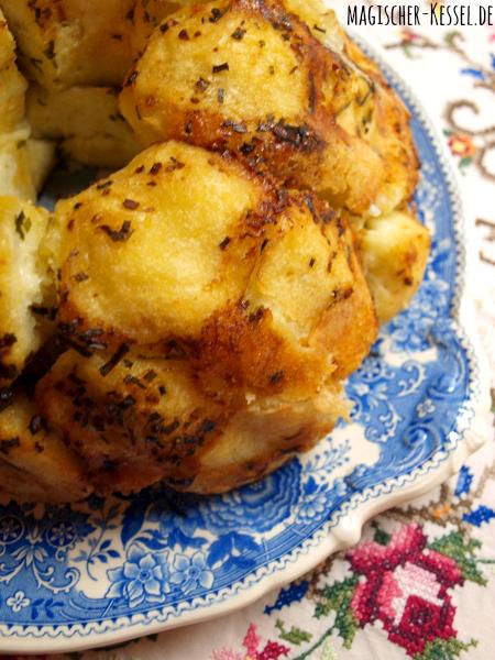 Frisch gebackenes Zupfbrot mit Käse - Rezept