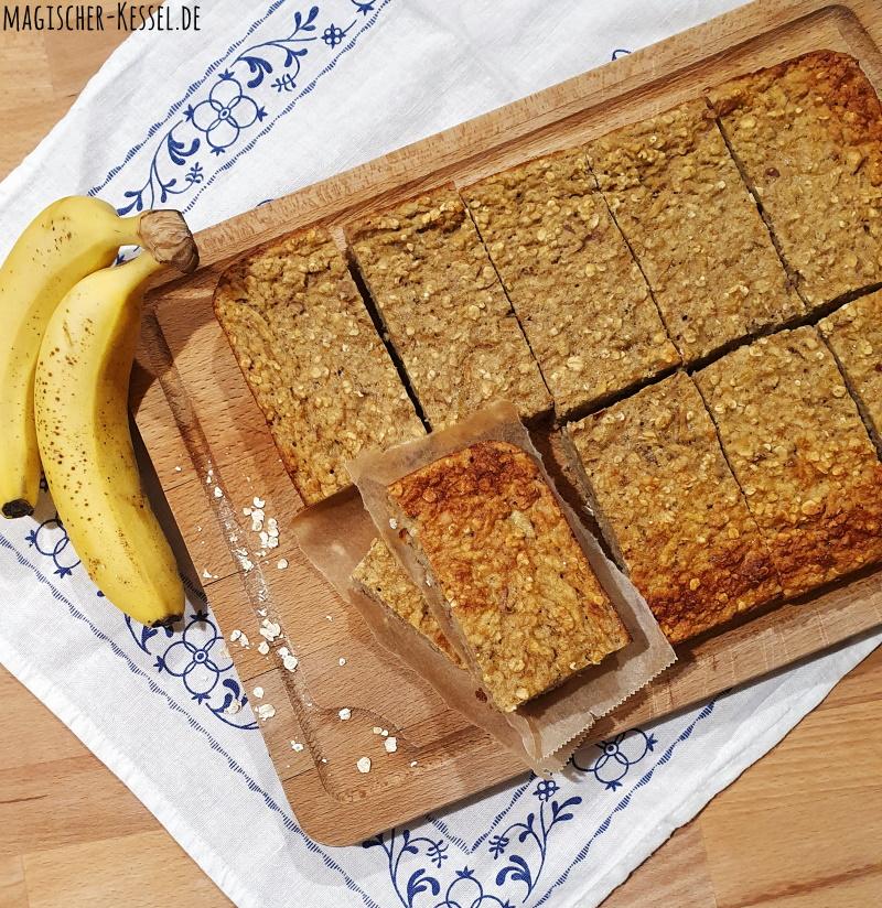 Haferkuchen oder gebackenes Porridge? Der Frühstückskuchen lässt sich gut vorbereiten und ist ein gesundes und tolles Frühstück. #MealPrep